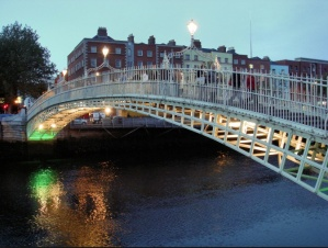 The Ha' Penny Bridge, Dublin, IR