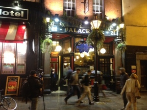 A long-time watering hole for newsmen and corespondents of Dublin's three major newspapers.