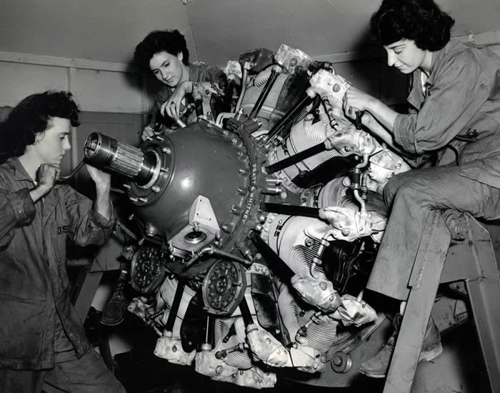 WWII_aircraft_engine_assembled_by_woman_workers